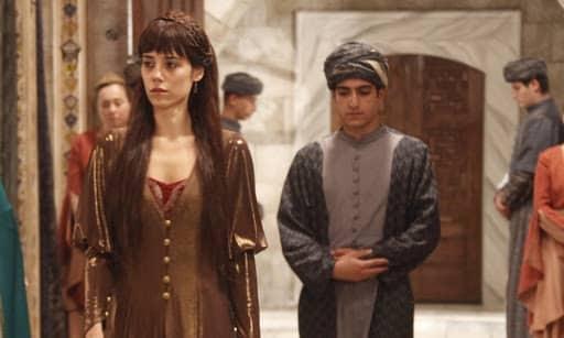 """В какой серии """"Великолепного века"""" Фирузе-хатун покинет дворец навсегда?"""