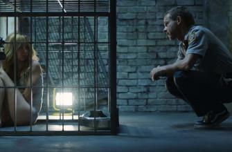 Как называется фильм, где девушку держат в клетке?